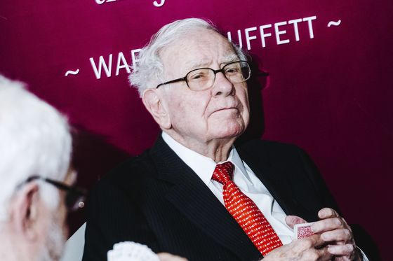 WarrenBuffett Backs Off Stock Rally as His Cash Pile Hits a Record