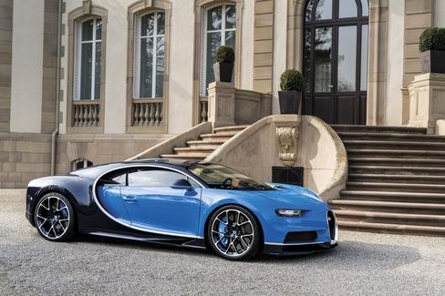 Even the extreme Bugatti comes with a paddle-shifting transmission, not with a stick shift.