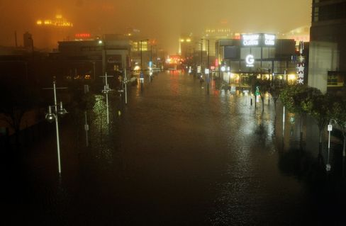 Hurricane Sandy Crashes Into New Jersey as Floodwaters Surge