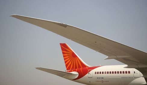 Air India Pilot Squabbles Mar Dreamliner Debut