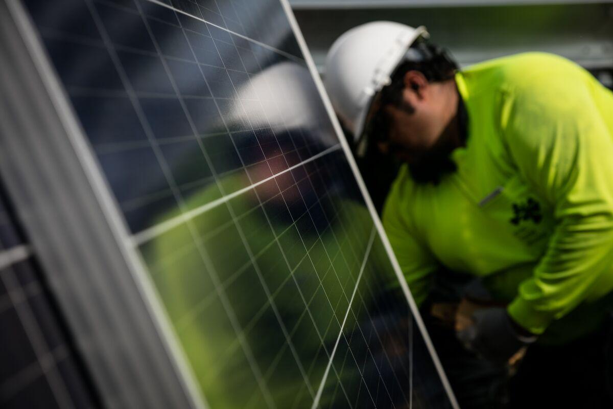Solar and Wind Gain Steam in U.S. as Coal's Decline Accelerates