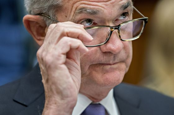 Trump's Fed Bashing Could Backfire by Stiffening Rate-Hike Resolve