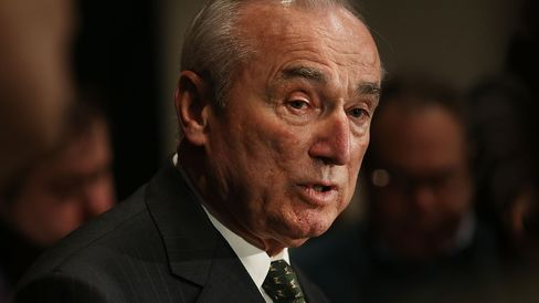 New York Police Commissioner Bill Bratton speaks to reporters at a news conference following an NYPD Swearing-In Ceremony with Mayor Bill de Blasio on January 7, 2015 in New York City.