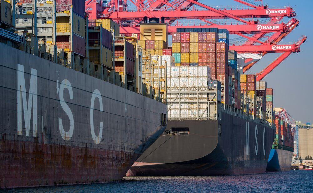 Cosco Clears U S  Hurdle on Orient Overseas Deal - Bloomberg