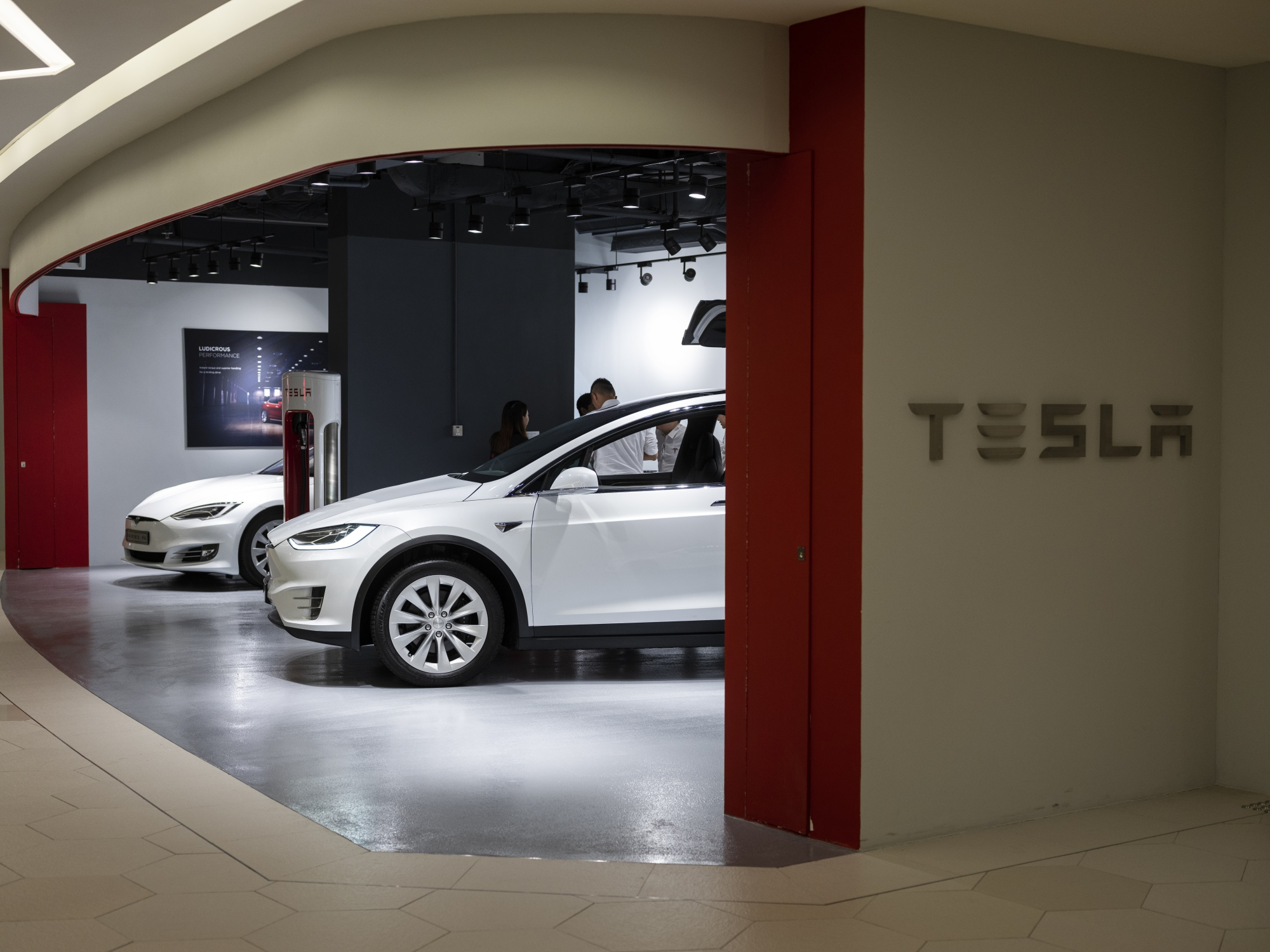 Tesla Mania Means Over Half Of Norway Car S Are Now Electric Bloomberg