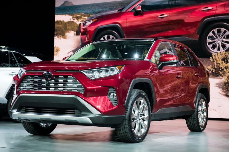 toyota bets 1 1 billion on suvs in canada with trudeau s help