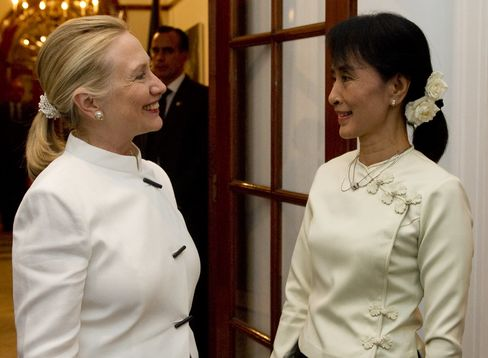 Clinton Meets Suu Kyi