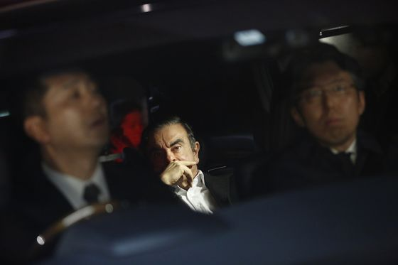 Nissan CEO Signed Off on Ghosn's Retirement Deal, Panel Says