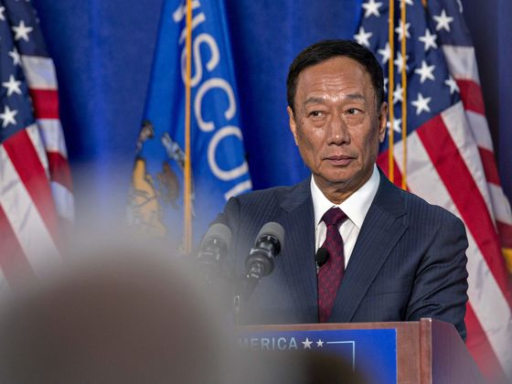 Foxconn Chairman Sees Biggest Challenge in U.S.-China Trade War