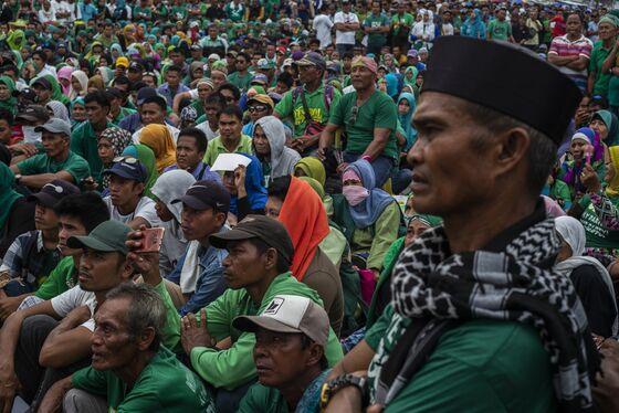 Philippines' Muslim Minority Votes for Greater Autonomy
