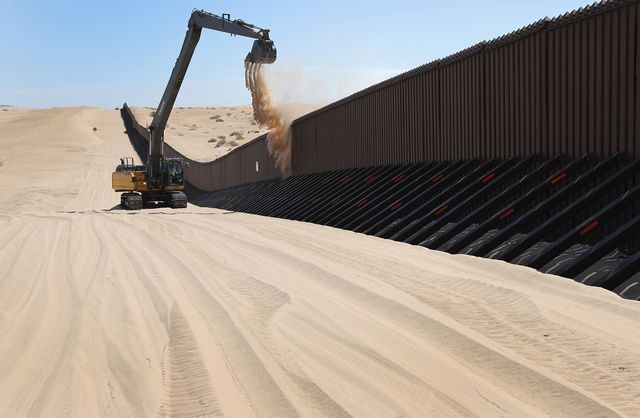 Trump Team Requests Documents to Build Wall Along US-Mexico Border