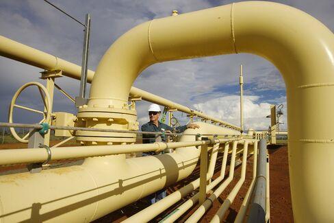 Santos Sells LNG Stake to Total SA for A$650 Million