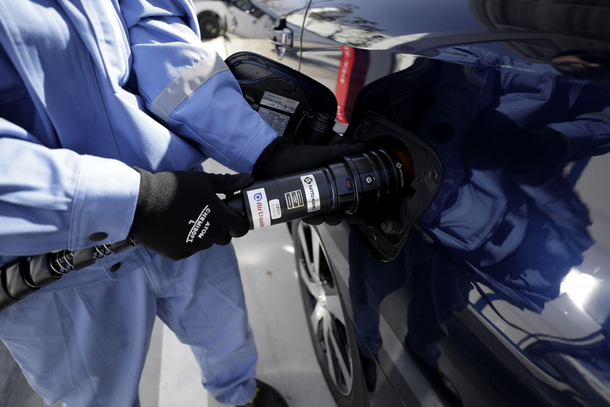 Senior China Official Urges Shift Toward Fuel-Cell Vehicles