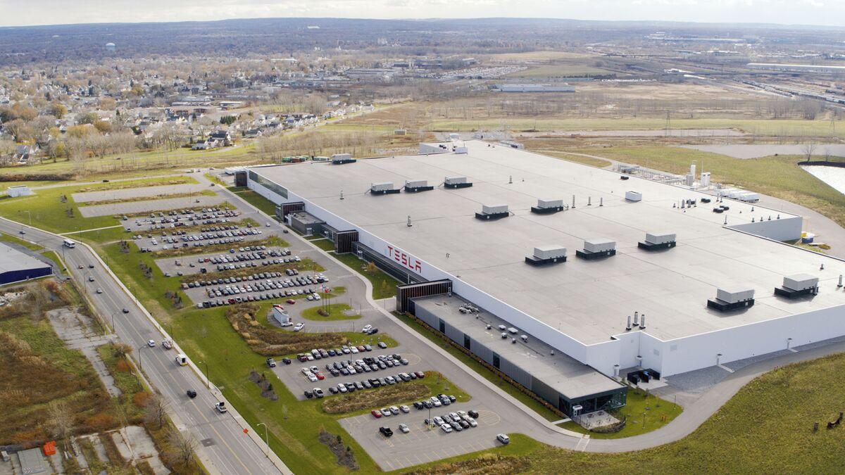 Tesla Gigafactory Jobs >> Inside Elon Musk S Forgotten Gigafactory 2 In Buffalo Bloomberg