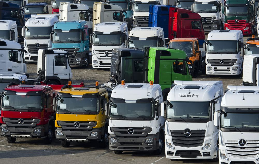 Europe Sets CO2 Caps for Trucks in Challenge to Daimler, Volvo