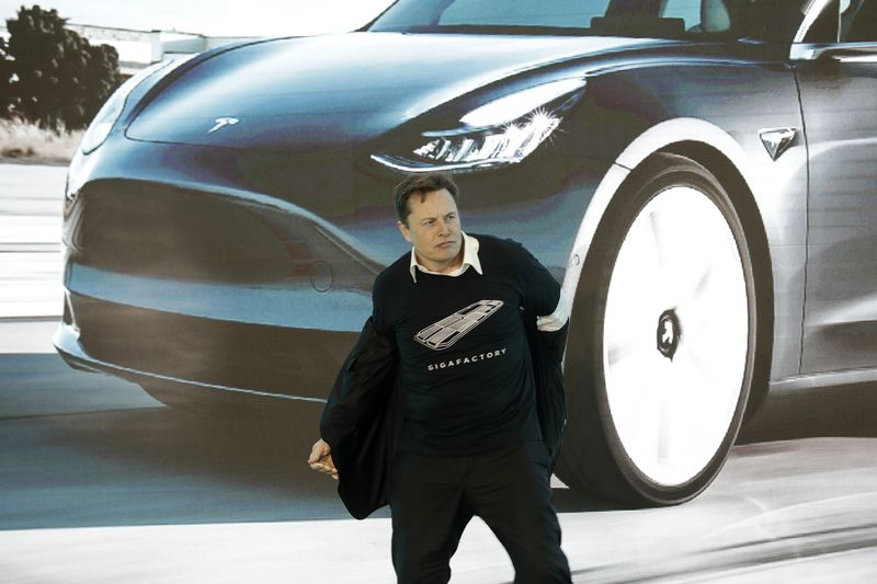 Elon Musk, chief executive officer of Tesla Inc., takes off his jacket during the Tesla China-Made Model 3 Delivery Ceremony at the company's Gigafactory in Shanghai, China