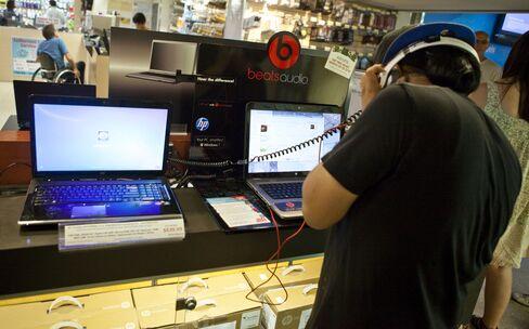 Hewlett-Packard Reorganizes Bradleys PC Unit to Promote Web