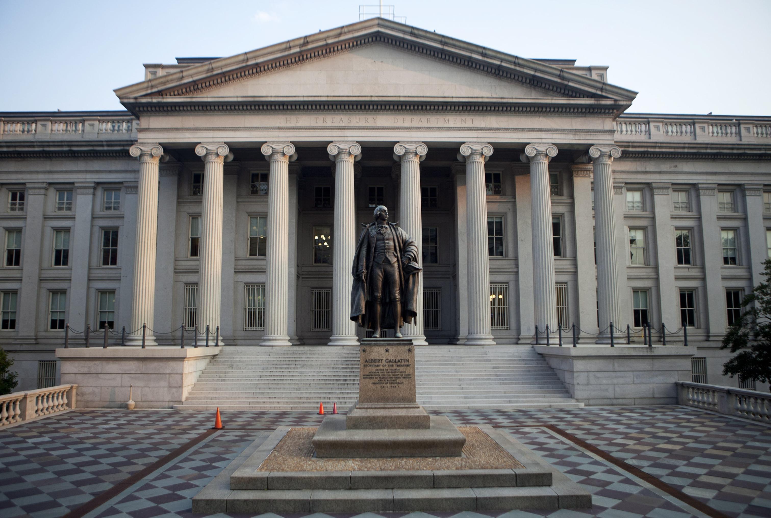 bloomberg.com - Katia Dmitrieva - America's Big Deficits Are Solving a Big Problem for Markets