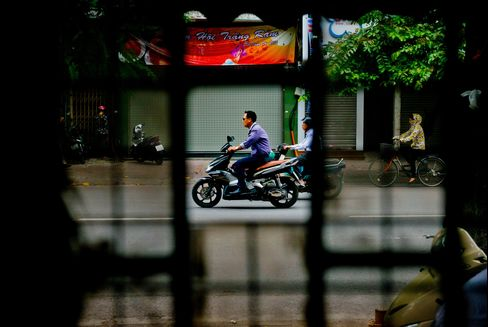 Vietnam Signals Rate Pause as Bank Revamp Nears