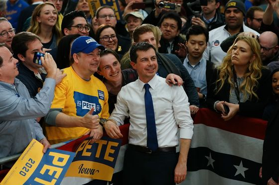 With Buttigieg and Sanders, Iowa Democrats Plot Two Futures