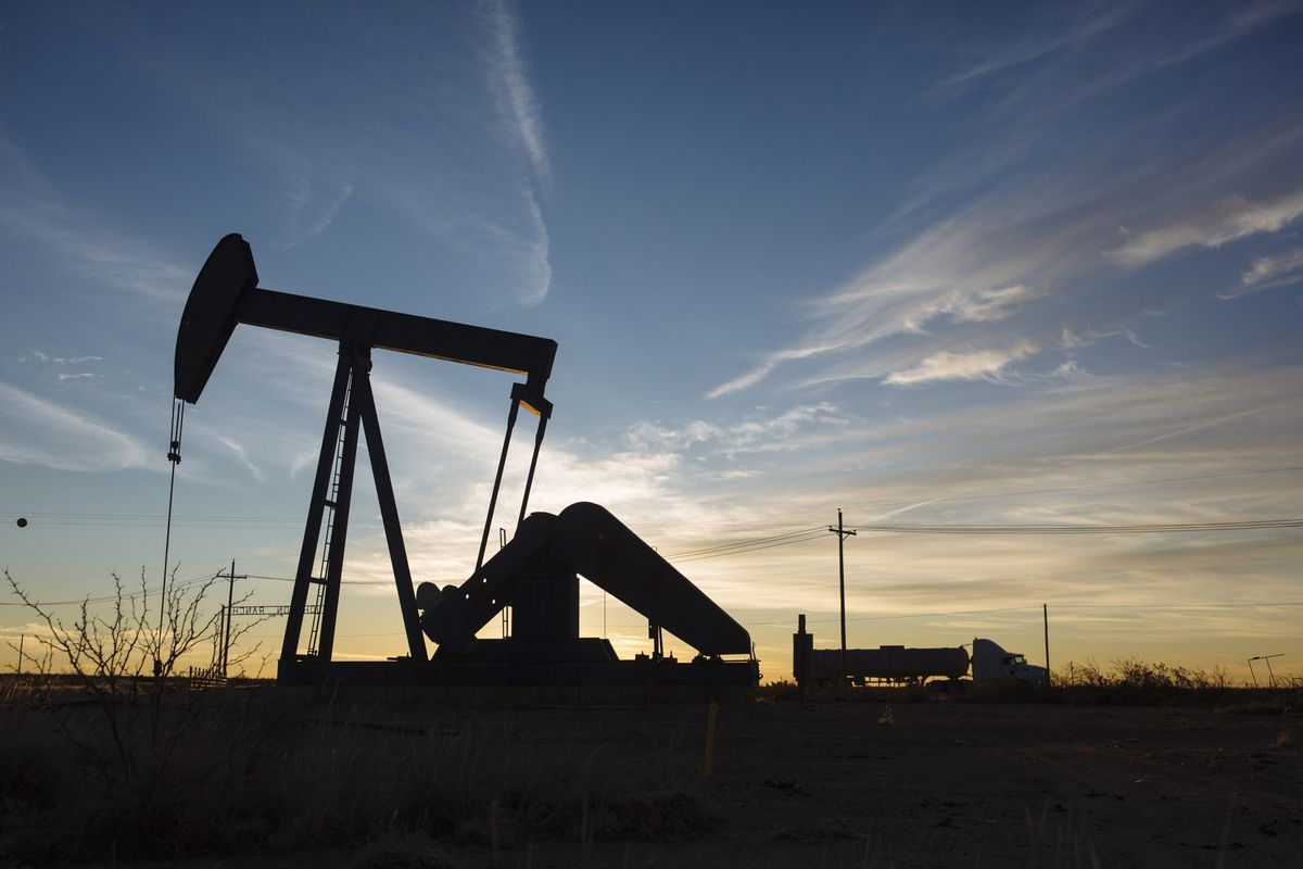 Oil Trades Near Six-Week Low as Data Shows U.S. Stockpiles Rose