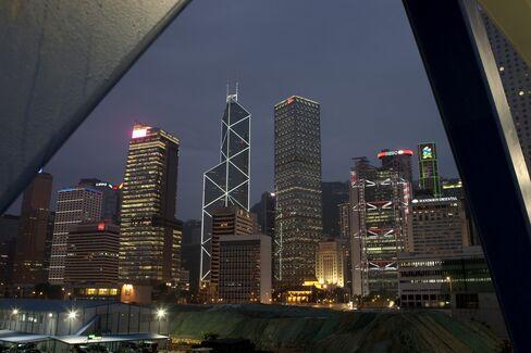 China Slowdown Ripples Through Hong Kong as Retail Sales Weaken