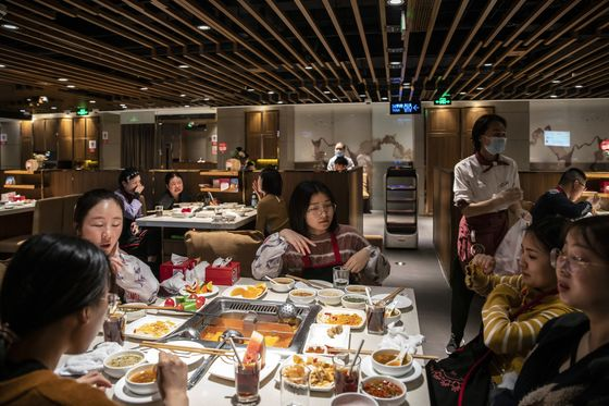 Hang Seng's Worst-Performing Stock Is a Chinese Hotpot Chain