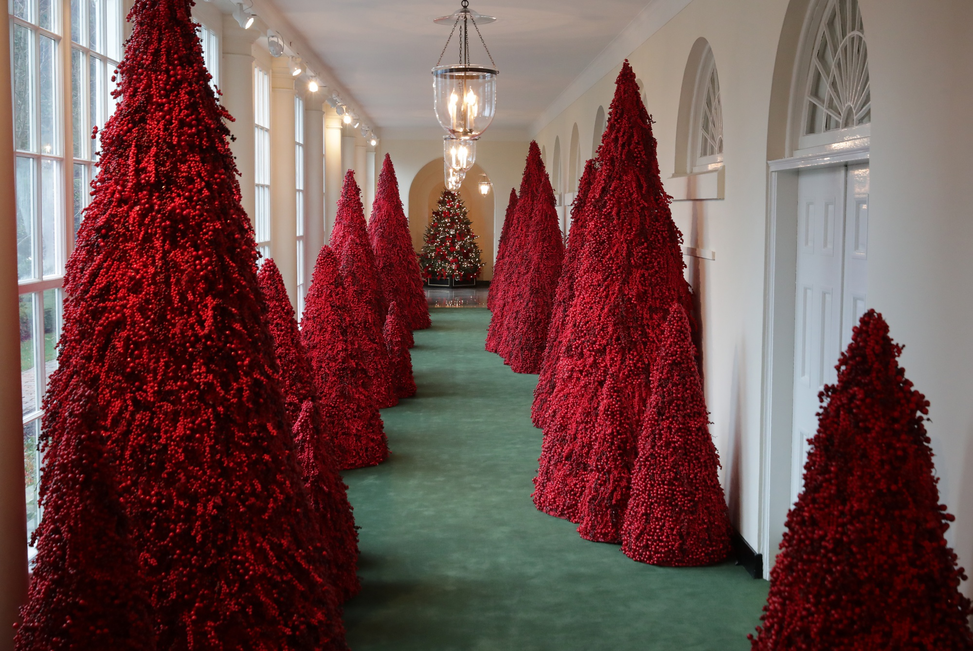 2018 White House Christmas Decorations – Bloomberg