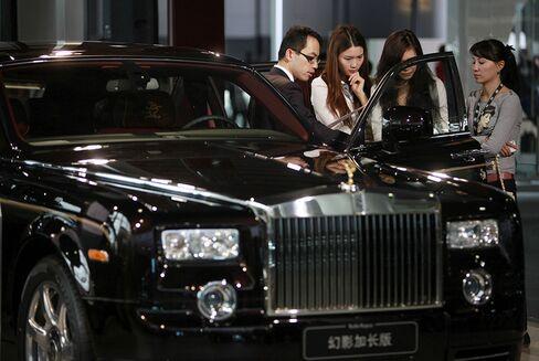 Rolls-Royce China Sales Flatline as Xi's Austerity Curbs Luxury