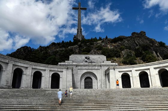 Spain Orders Removal of Dictator Franco's Remains