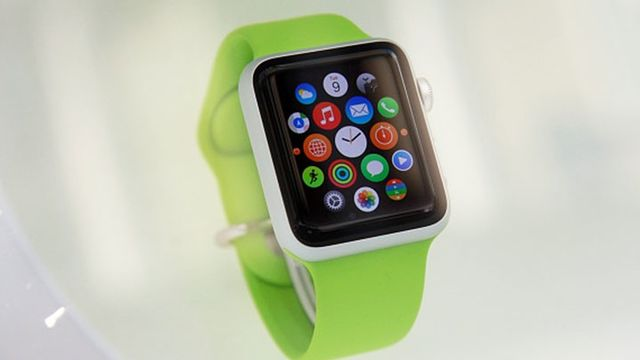 answering a phone call on the apple watch - Tecap Color