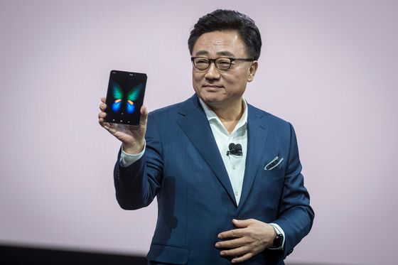 Samsung's $2,000 Galaxy Fold Sparks Mixed Comments