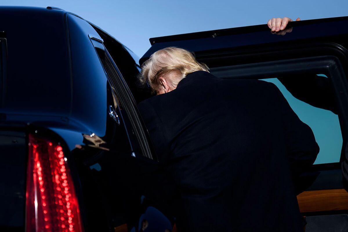 Trump Revs Up Friendly Crowd at Daytona International Speedway