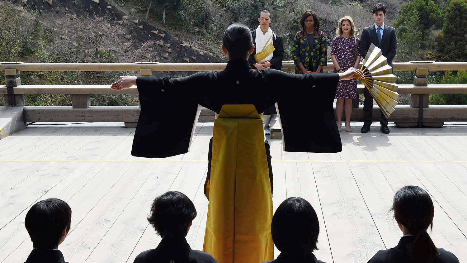 Obama, Kennedy attend a play in Kyoto