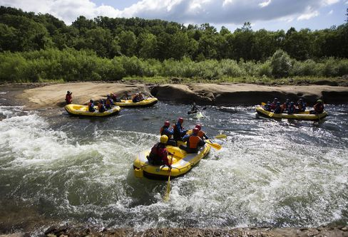 A rafting tour hosted by the Niseko Hanazono resort.