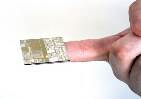 Close up of IBM 7nm node test chip produced at SUNY.