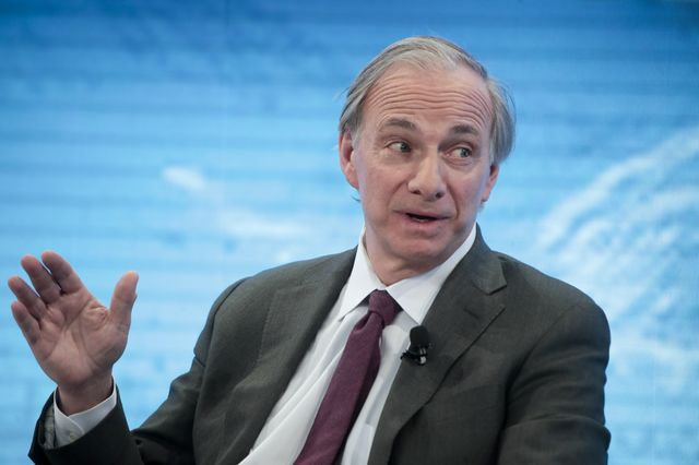 Dalio Aligned With Davos View That Fed Has to Rethink Tightening