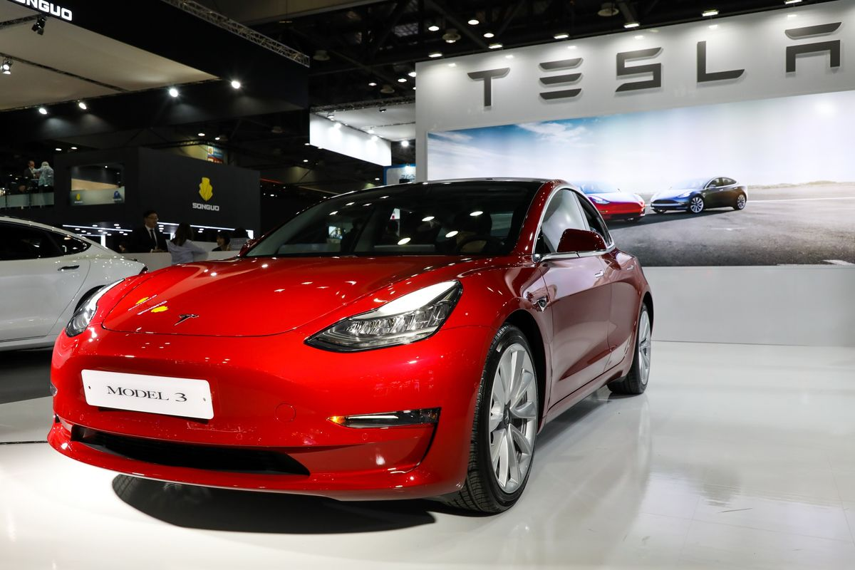 Tesla Smart Summon Feature Called 'Glitchy' by Consumer Reports