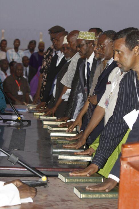 Somalia Swears in Parliament, Misses Deadline for Presidency