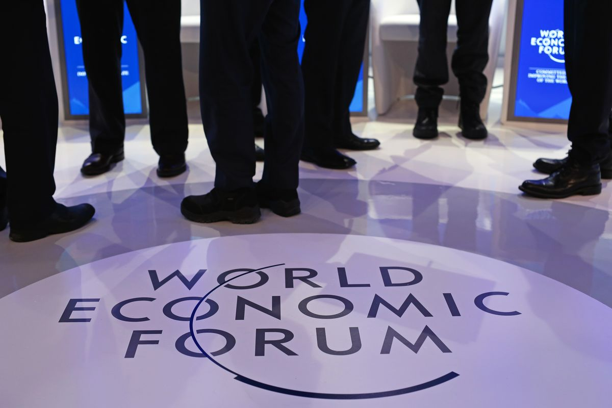 Abe, Merkel Top the Bill for 'Globalization 4.0' at Davos