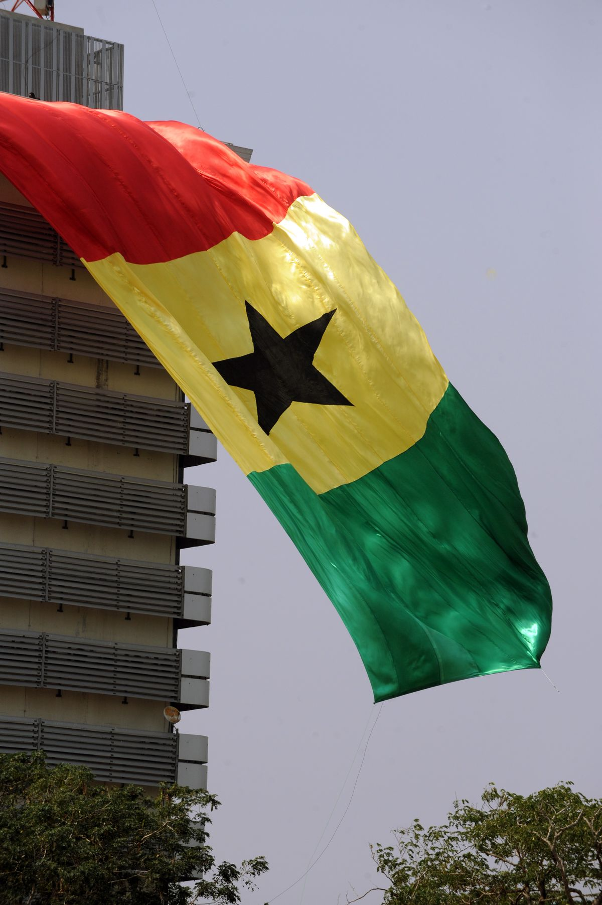 Ghana to Slash Top Income-Tax Rate, Exit IMF Bailout by Year-End