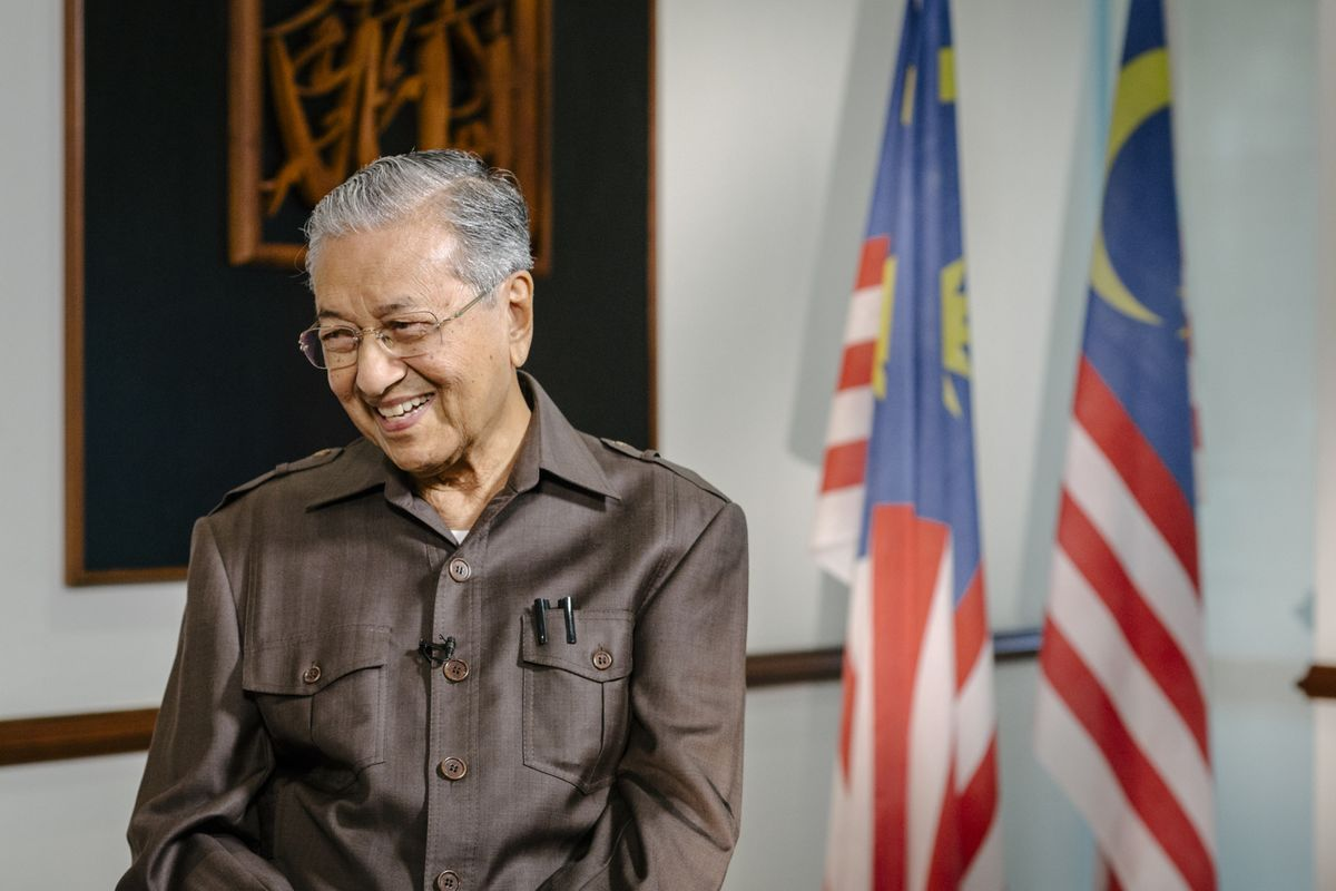 Mahathir Reassures Business, Aims to Boost Malaysia Stock Market