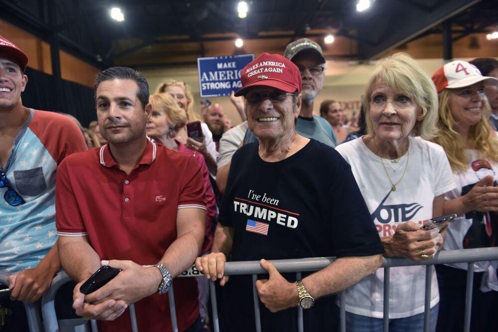 Γιατί υπάρχει κόσμος που στηρίζει ακόμη τον Trump;