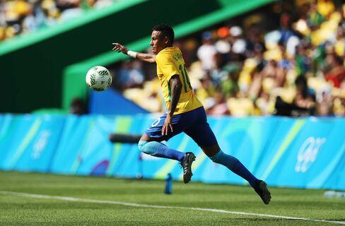 Neymar of Brazil controls the ball during the semifinal match between Brazil and Honduras on Aug. 17.