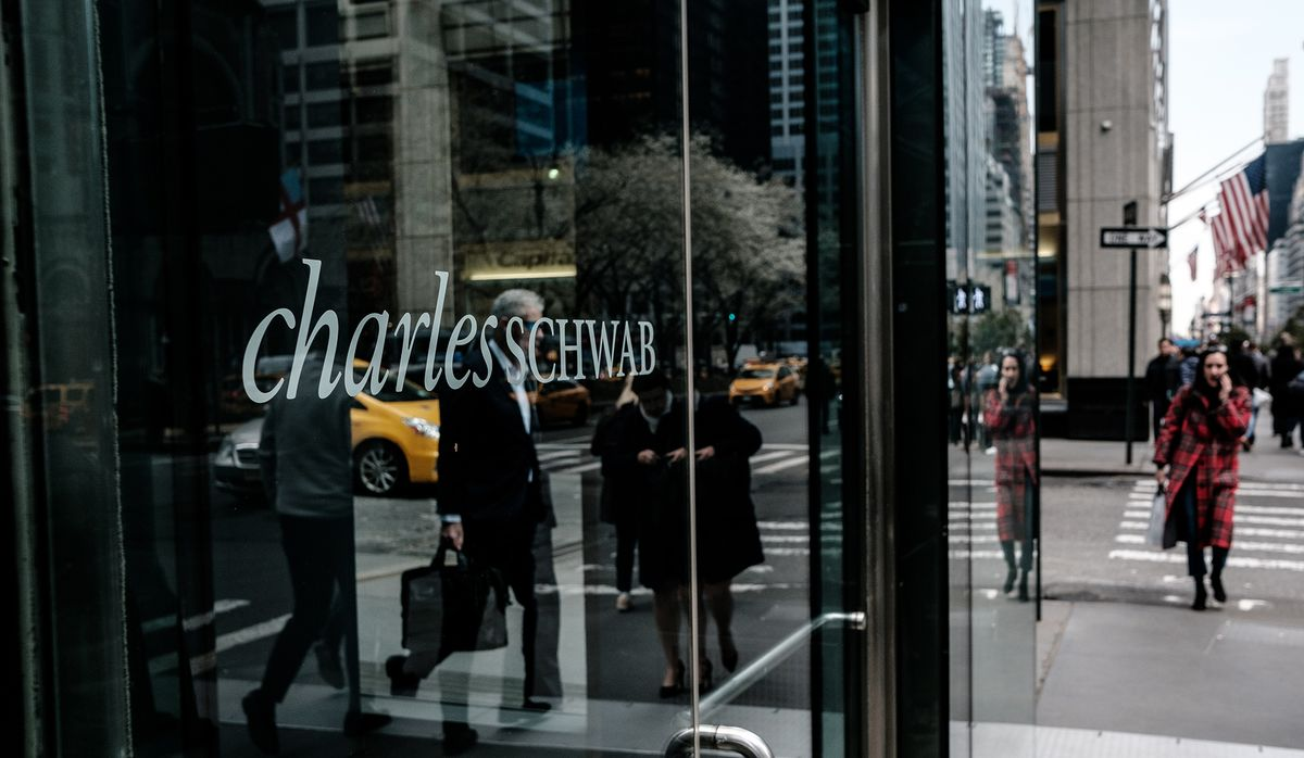 Schwab Boosts New Trading Accounts 31% After Fees Go to Zero