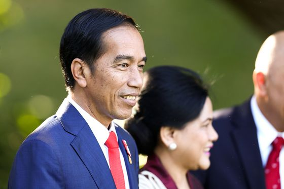 Indonesian President Calls for Steps to Attract More Dollars