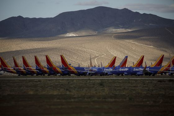 Airlines Squeezed by Delays in $29 Billion U.S. Rescue Funds