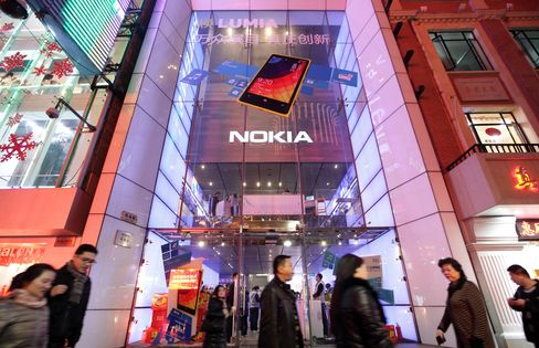 Nokia Falls on Stoxx Exit, Competition Concern