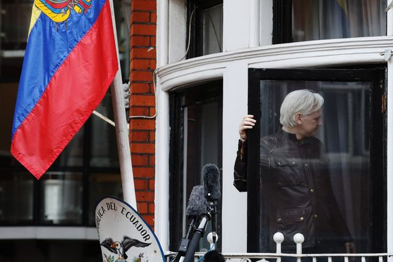Ecuador to Expel Assange Within 'Hours to Days,' WikiLeaks Says