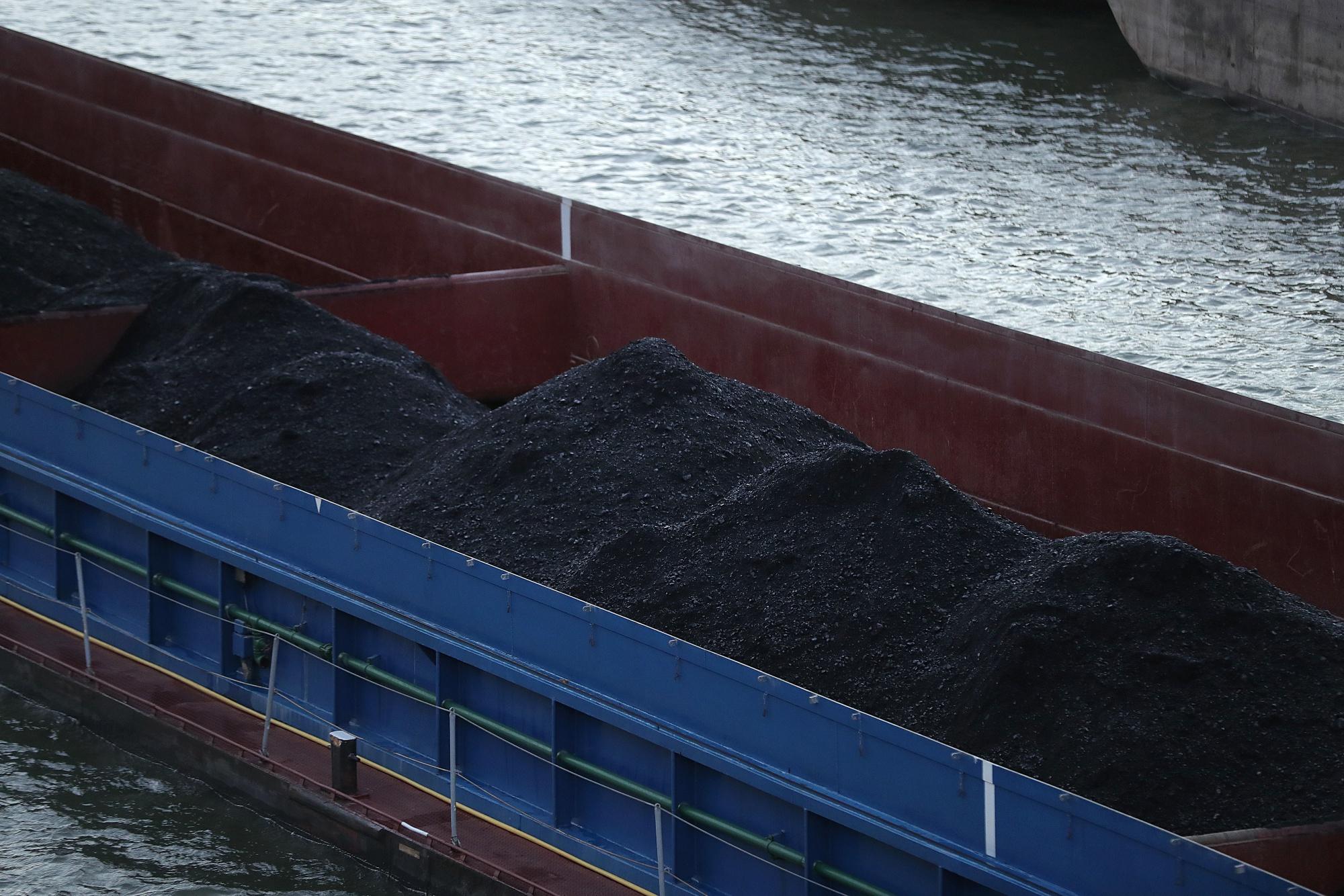 bloomberg.com - Brian Parkin - Merkel Seeks to Heal Coal Rift in Germany